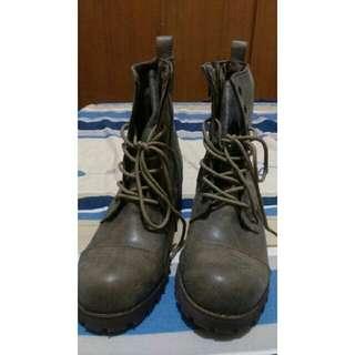 全新 軍靴 網路韓貨商店轉賣24.5鐵灰色