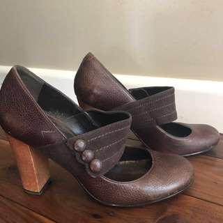 Zu dark brown 'Indian' heels