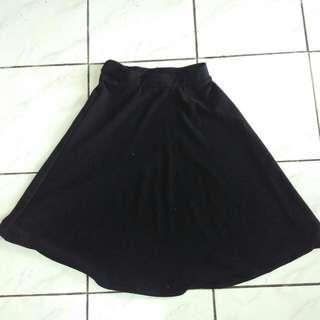 Skirt Hitam (Bisa Barter)