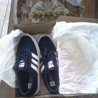 Sepatu Adidas Pria biru Dongker