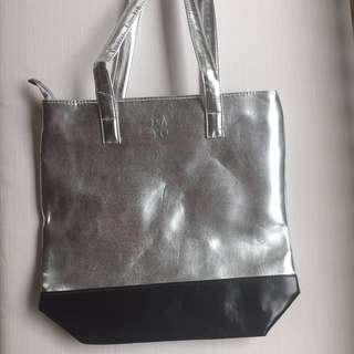 Bayo Tote Bag