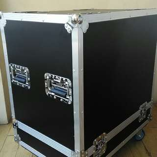 Flight Case Could Fit JBL VRX Speakers.