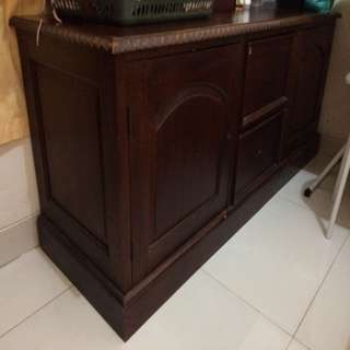 Bufet Kayu Mahoni Ukuran 150cm (p) x 60cm (l). MUST GO - MOVING SALE! Di Nego Aja Say! 😊