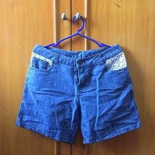 Crochet pocket shorts