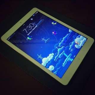 iPad Air [32GB] - Like New