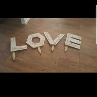 LOVE Signs Lawn Games Sign And 4x Pales 1x Quoits Games