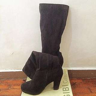 Knee High/ High Heeled Boots 🌹(Size 7)