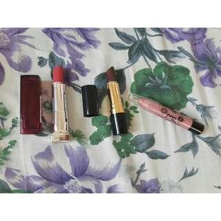 bundle of 3 lipsticks