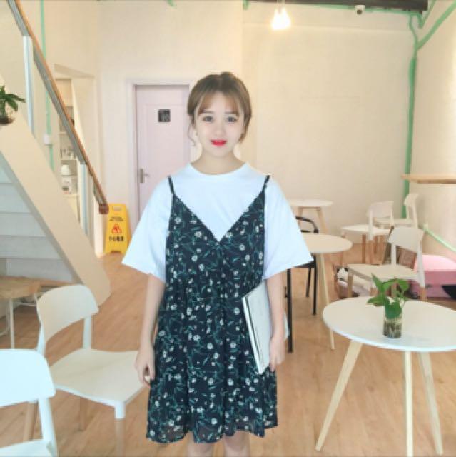 新 小花洋裝+白T