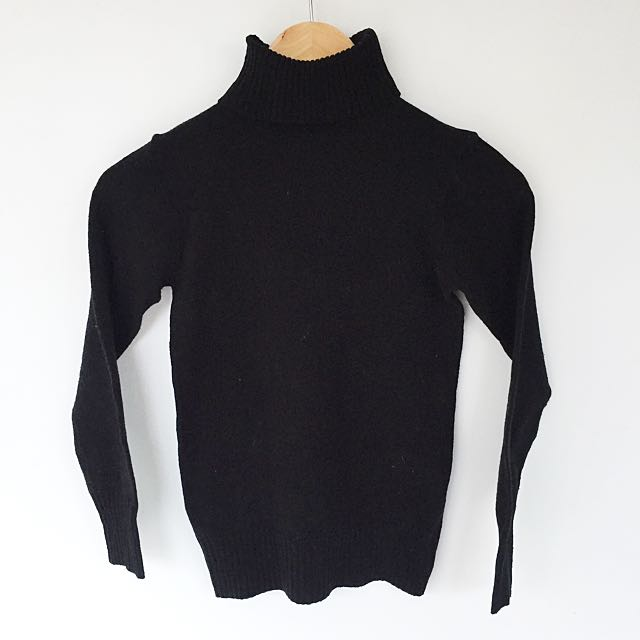 black long sleeve knit top