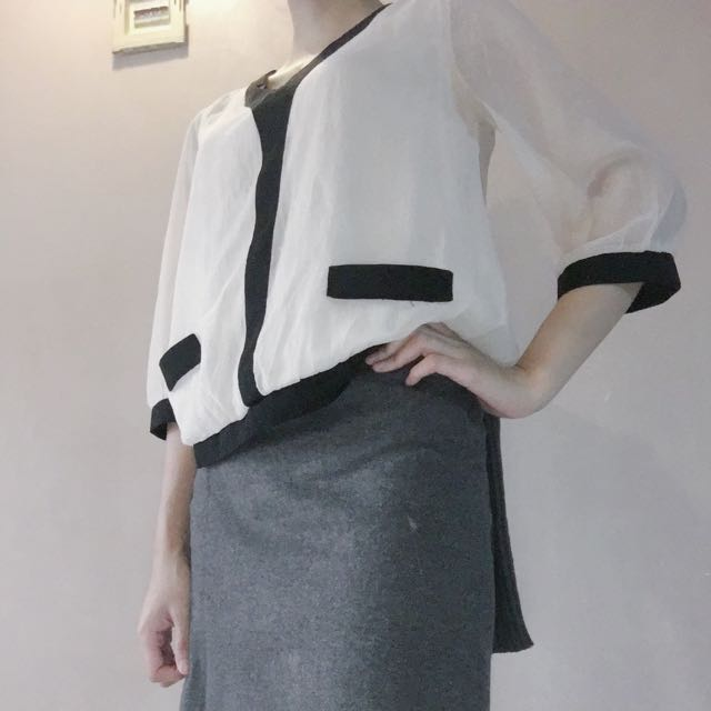 Blouse Creamy Crop