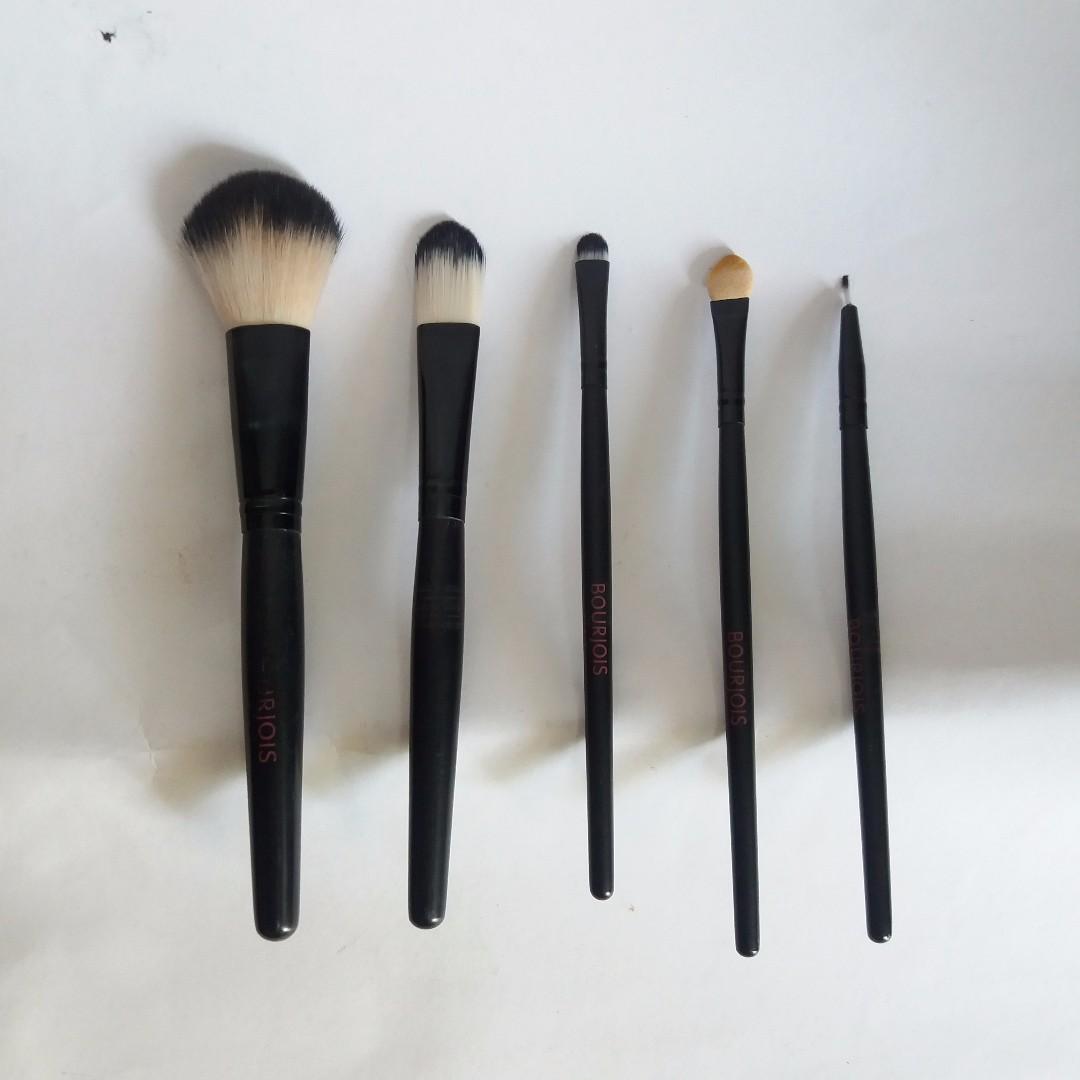 Bourjois Make Up Brush (5 brush) + Exclusive Pouch Free Ongkir Jabodetabek