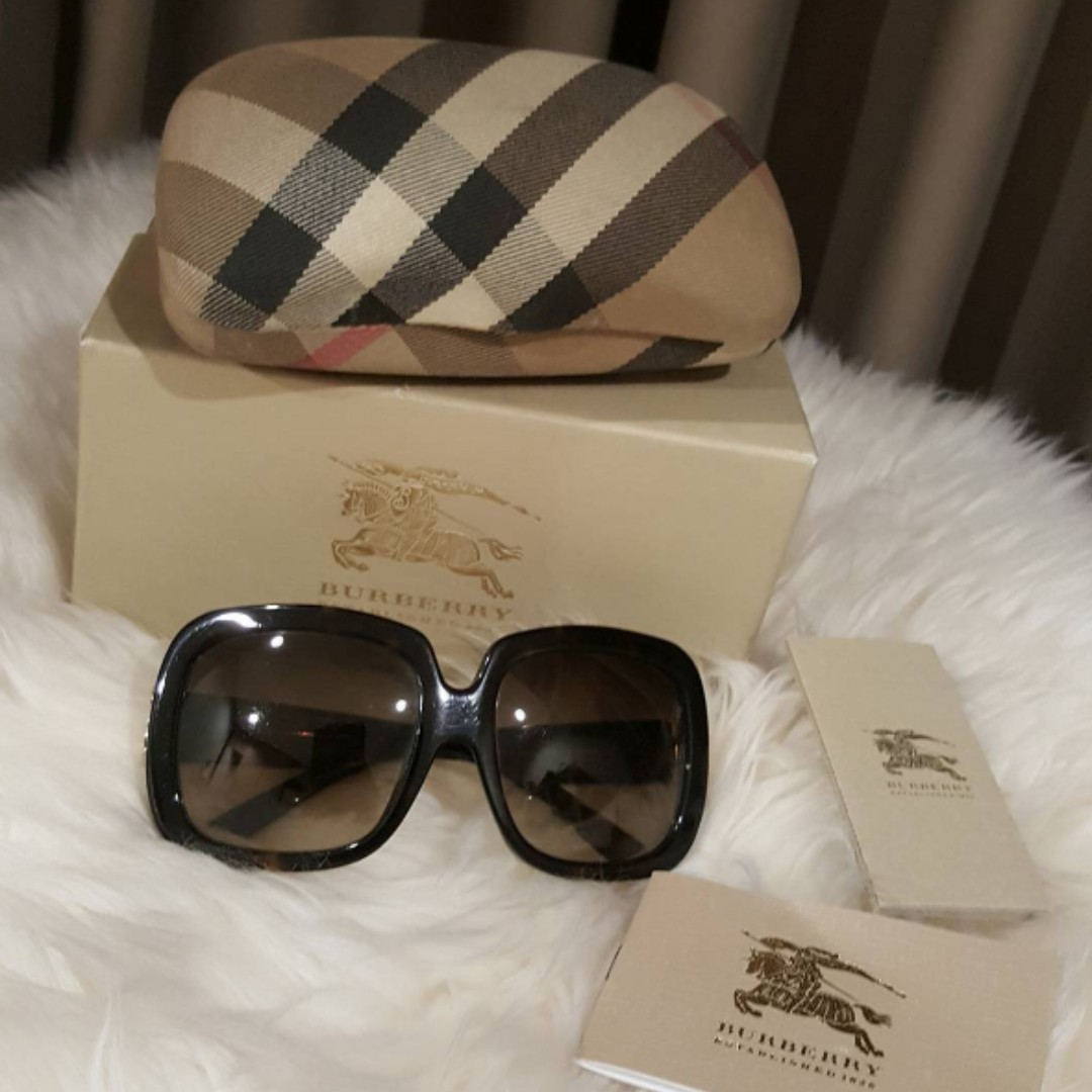 BURBERRY Complete Set Sunglasses (preowned, like new).