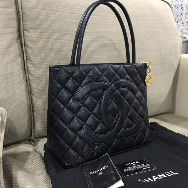 previously tote comes owned around chanel htm v vp goes what medallion