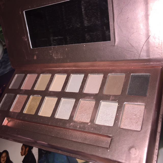 Essential eyeshadow palette