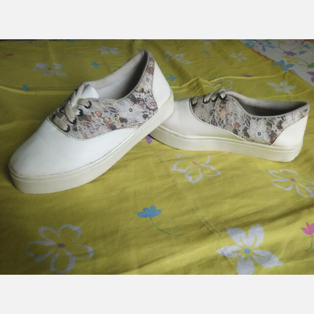 Flatfoam Sepatu Kets.  Beli 150k  Dijual Karena Kebesaran, Size 49 Belum Pernah Dipake Shay Kuy Dibeli Shaaaay