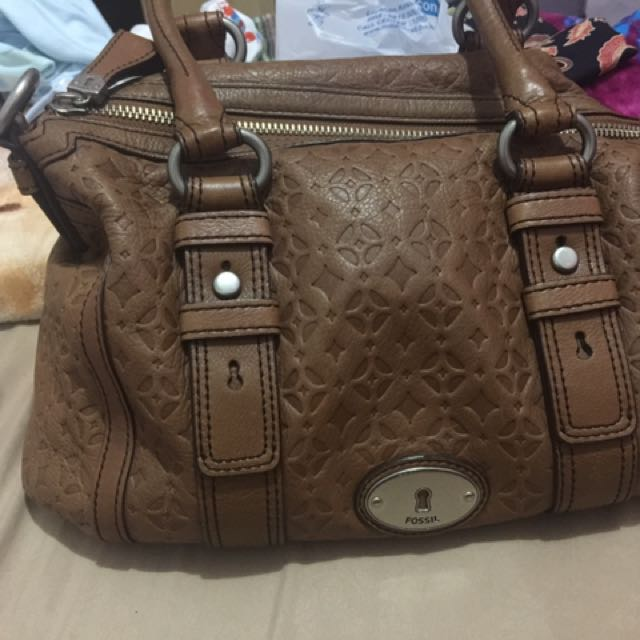 Fossil maddox embossed