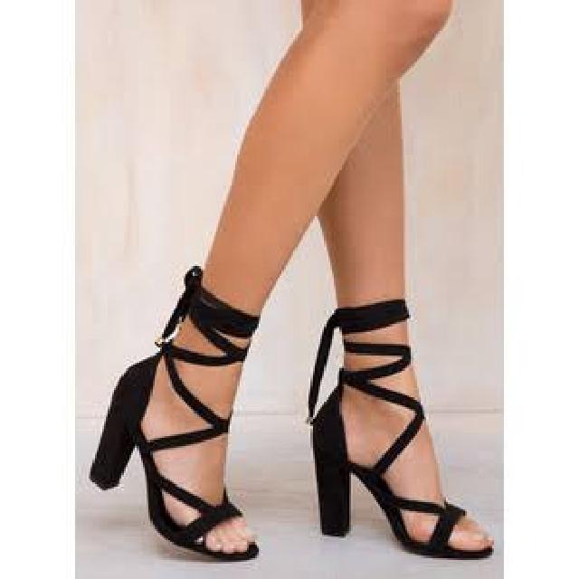 Size 7 Lipstik Gidge Heels Black