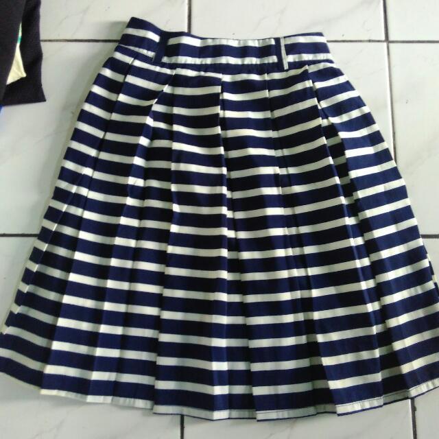 Skirt Navy Bisa Barter