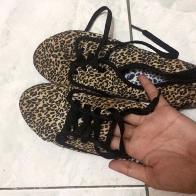 Solemate Tiger Printed Sneakers