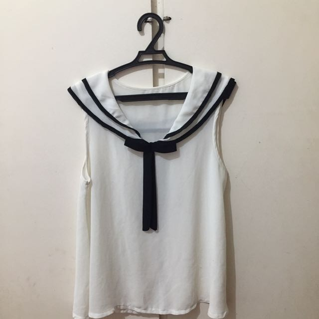 WHITE AND BLACK SLEEVELESS TOP