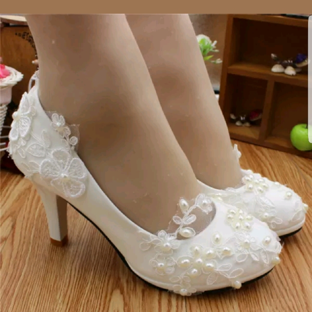 White Lace Size 7 Small Heel Shoes