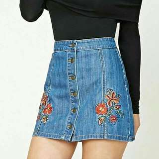 💋Patchs Maong  Skirt  💸P350.00  💫Available size M, L, Xl  💫Single Color 💫Denim fabric