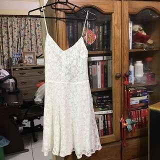 Zara 白色蕾絲露背洋裝