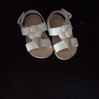 Zara never worn girls white sandals size 19 (never worn )