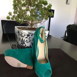 Novo size 7 brand new 👠 Emerald color ready for spring