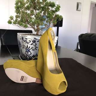 Novo 👠 brand new mustard colour