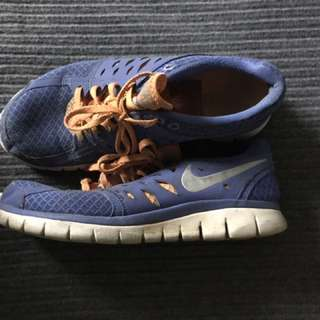 Nike free runs size 9 women's