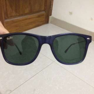 NE. Kacamata