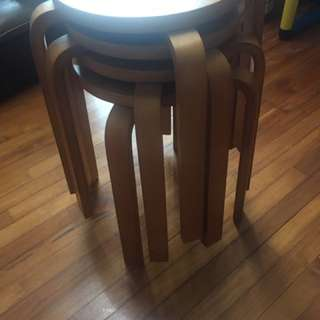 Solid wood round chairs 90% new