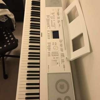 Yamaha DGX-660 portable grand piano