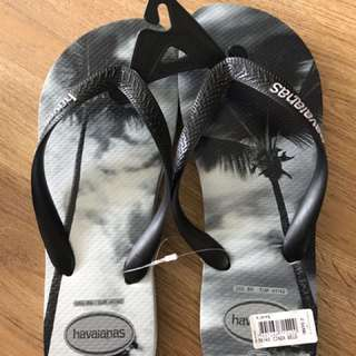 $35!! Havaianas slippers