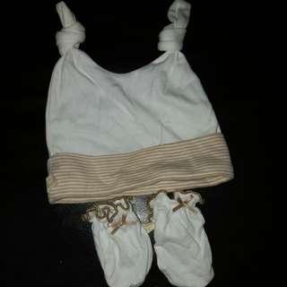 99% new Babymio 羊羊有機綿兩用式小帽 &小手套/護手套