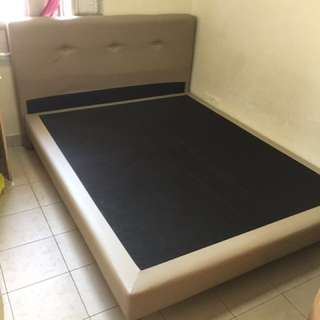 Queen side bed franes 80% new just used 4month