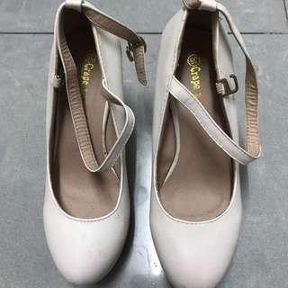 婚後物品 白色高跟鞋