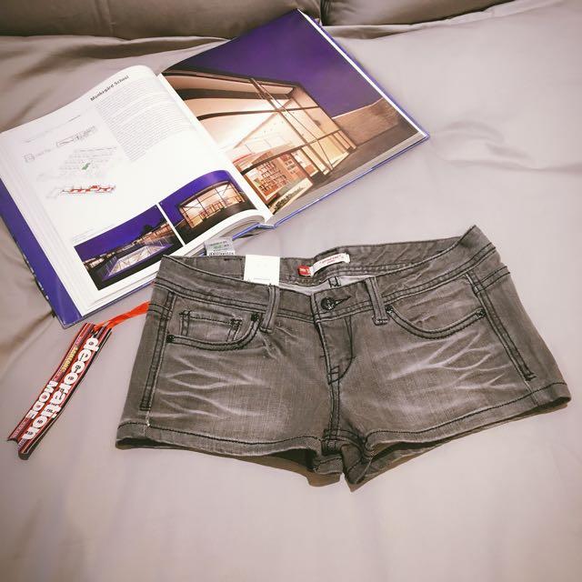 全新28腰短褲