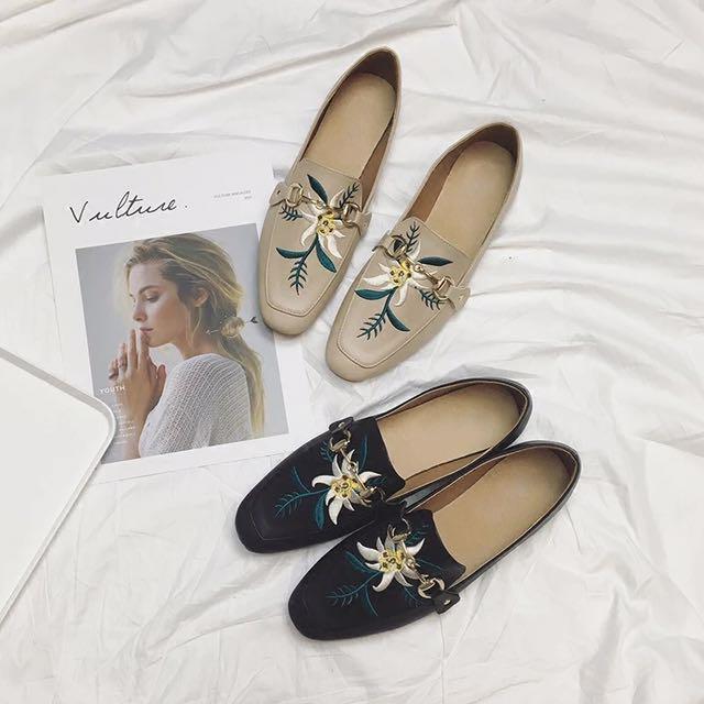 韓風 刺繡 繡花 平底 方頭 造型金屬釦 樂福鞋 懶人鞋 便鞋