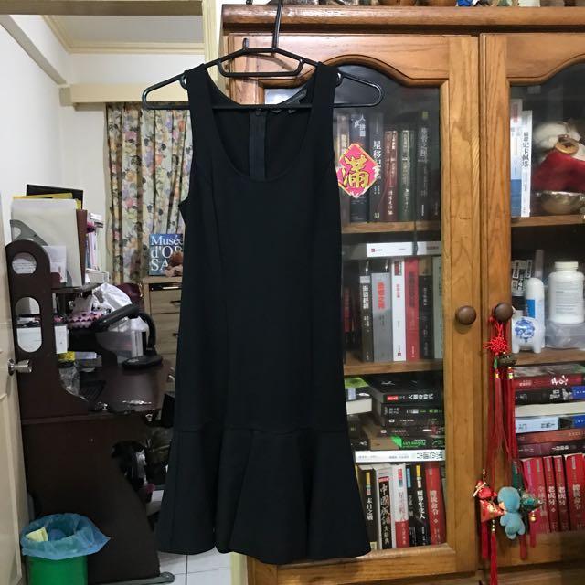 Armani Exchange 超美黑色荷葉裙小洋裝
