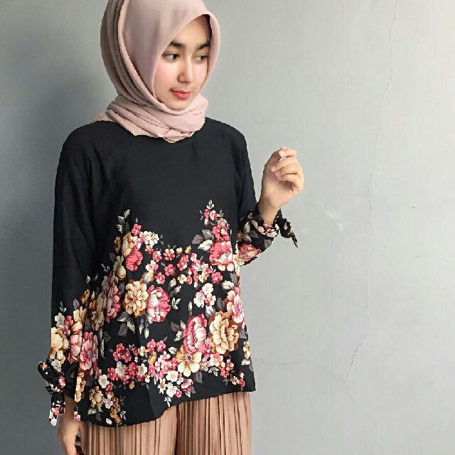 Ayra Flower Top Black #CarousellxShopBack
