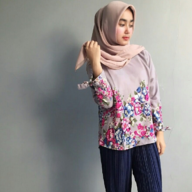 Ayra Flower Top Grey #CarousellxShopBack