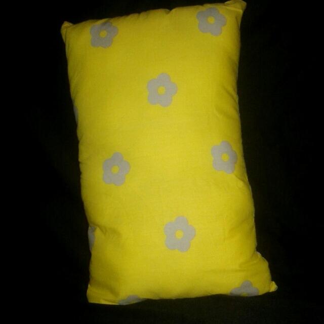 Bantal Sofa Daisy Yellow