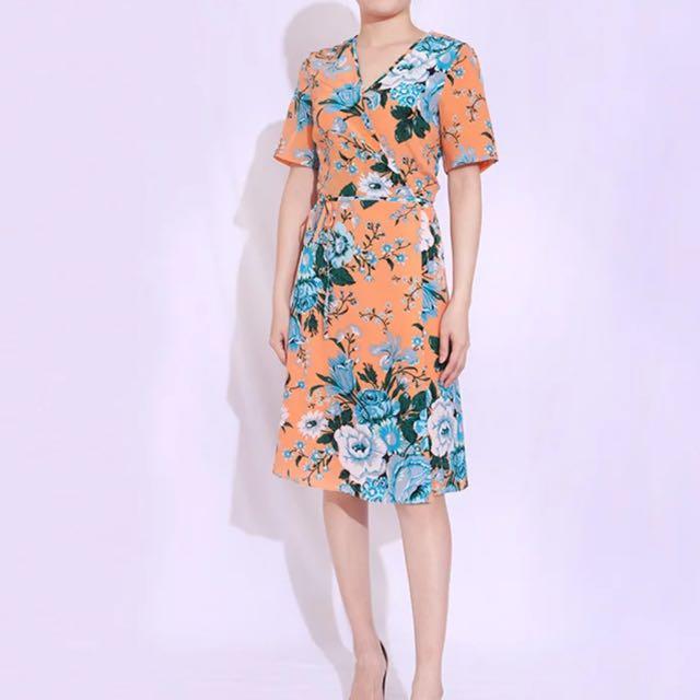 c015af44be4f3 Brand New DvF 100% Silk Floral Wrap Dress Size 6 - Cut Label ...