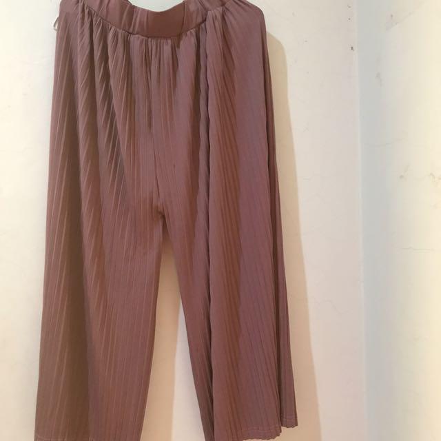 Celana plisket