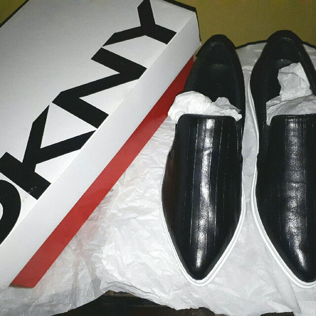 DKNY  Bought from  SG  ( Brandnew ) Selling For A Very Low Price   + Free Shipping Within Metro Manila Only