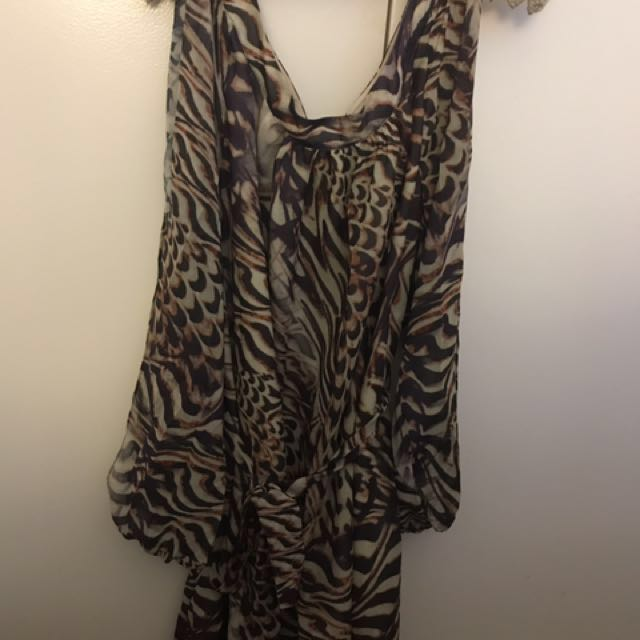 Forever New Size 12 ladies split sleeve dress