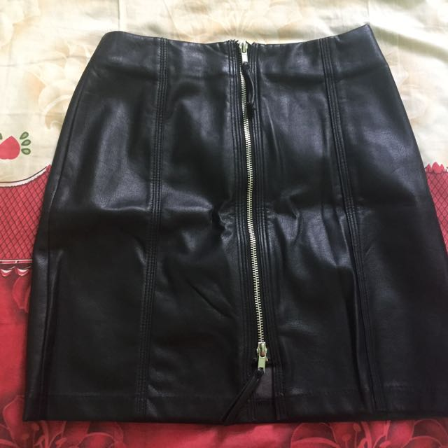 H&M: Black Leather Skirt (rok kulit leather)